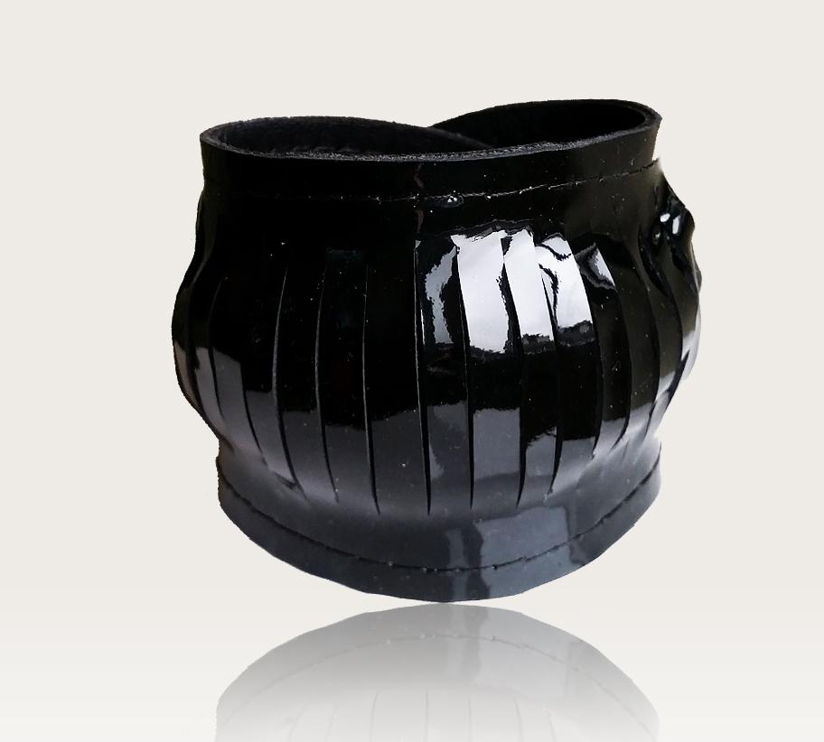 fekete vágott lakkbőr karkötő
